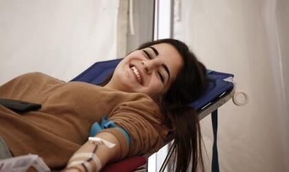 Dona que dona sang